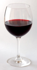 Das Glas für Rotwein muss richtig gewählt sein.